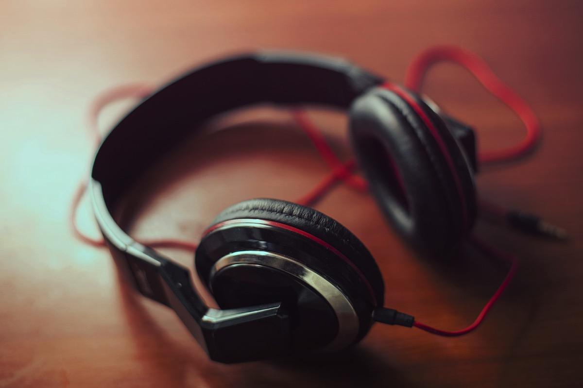 Headphones 407190 1280
