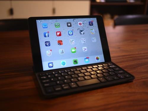 ちょっと外で作業するように「Anker iPad mini ウルトラスリムキーボードカバー」を購入!
